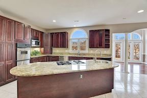 Center Island & Stainless Appliances