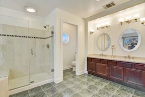 Master Suite Separate Shower & Private Water Closet