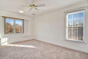 En-suite Bedroom w/Window Seat