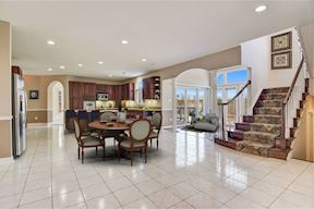 Spacious Eat-in Kitchen & Morning Room