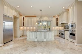 Stunning Gourmet Kitchen w/ Professional Viking Appliances