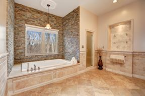 Spa-like Master Bath, Jetted Tub & Lighted Niche