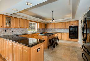 Expansive Kitchen w/ Granite & Designer Backsplash