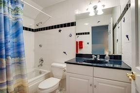 Attached Bath to Au-Pair Suite/En-Suite
