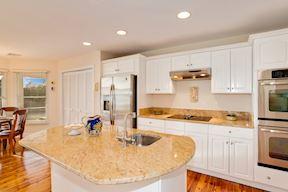 Gourmet Kitchen w/ Like-New SS Appliances