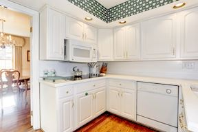 Cooktop & Ample Counter Space