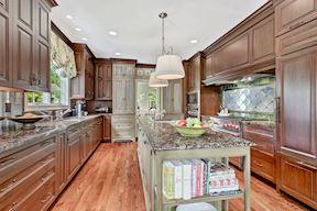 Chef's Kitchen w/ Granite Counters & Center Island