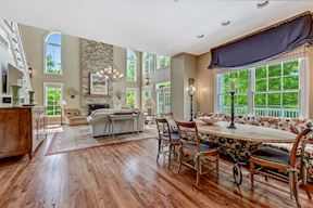 Open Plan Eat-in Kitchen & Great Room