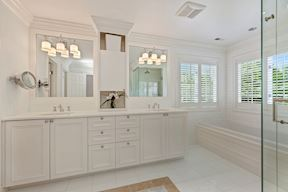 Spa-like Master Bath w/ Tower & Double Vanity & Walk-In Closet