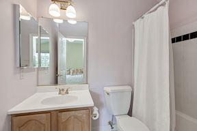 Private En-Suite Full Bath