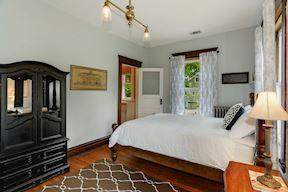 2nd Bedroom w/ En Suite Full Bath