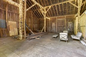 Two-Story Orig. Barn; Great for Parties!