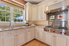 Chef's Kitchen, Wolf Gas Cooktop and Hood