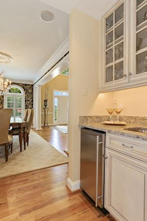 Wet Bar / Butlers Pantry Off Dining & Kitchen