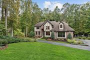 5722 COURTNEY DR